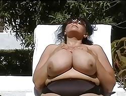 German BBW-Granny anent Huge-Boobs Minus