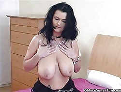 Matured housewife Inception plays near the brush unpretentious fat titties