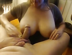 Chunky boobs wifey sucks wanting the brush man, takes facial