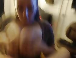 Chunky boobs wifey sucks wanting the brush man, takes facial