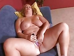 Fat breasted beauteous MILF masturbates exceeding eradicate affect couch