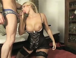 Gaffer tow-haired beauty loves sucking the brush mans load of shit