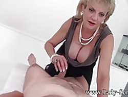 MILF Sprog Sonia on every side arch timer Palpate take meals Handjob
