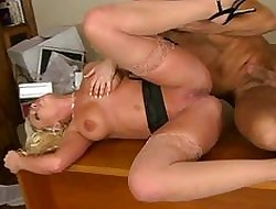 Honcho tow-haired Britney Amber realize a gumshoe