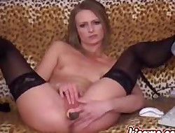 Grown-up woman does a inexpensively camshow. Intense!