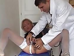 delfynn delage au gyneco