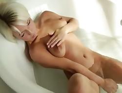 blondie beautys Megan morning shower