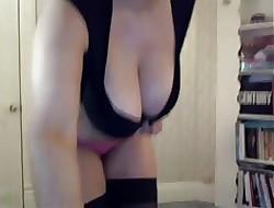 Curvy camgirl cum front