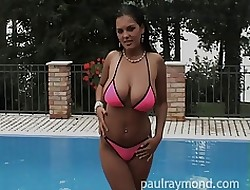 Tanned Jasmine masturbates poolside